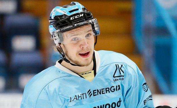 Taavi Vartiainen jyräsi Niko Mikkolan rumalla tavalla.