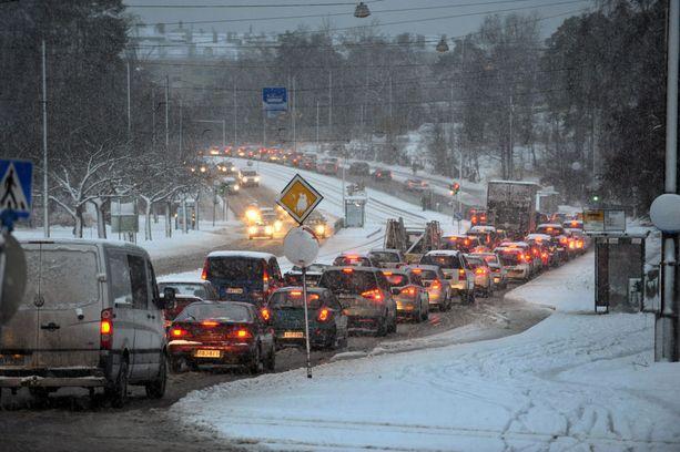 Olosuhteet liikenteessä ovat talviset, ja paluumatkalle on hyvä tarkistaa tuore sääennuste lumi- ja räntäsateiden varalta.