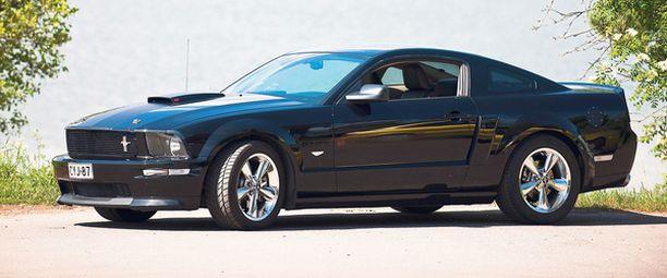 MUSTANPUHUVA Mustang GT California Special kerää katseita.