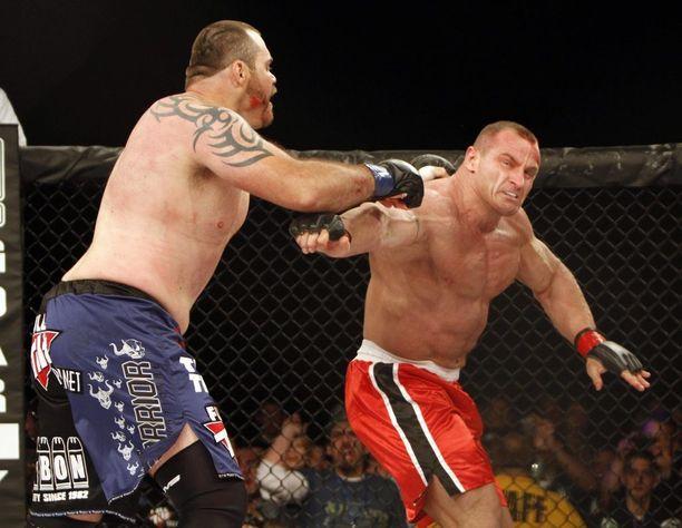 Toukokuussa 2010 puolalainen kärsi kolmannessa ottelussaan ensimmäisen tappionsa, kun Tim Sylvia voitti.
