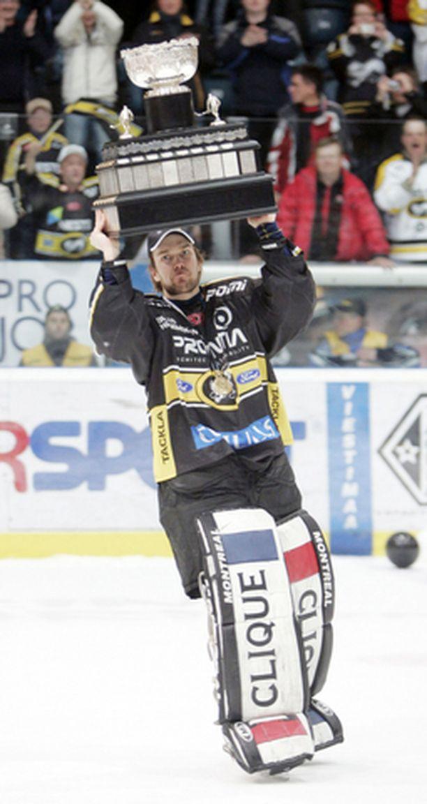 Tuomas Tarkki valittiin parhaaksi maalivahdiksi.
