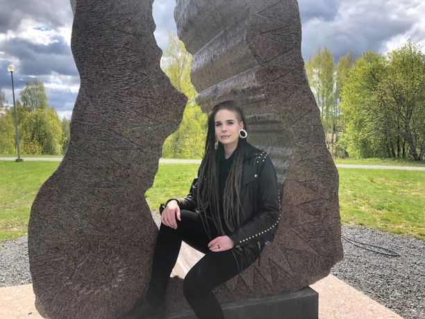 Emilia Veikkola asuu vielä Seinäjoella.
