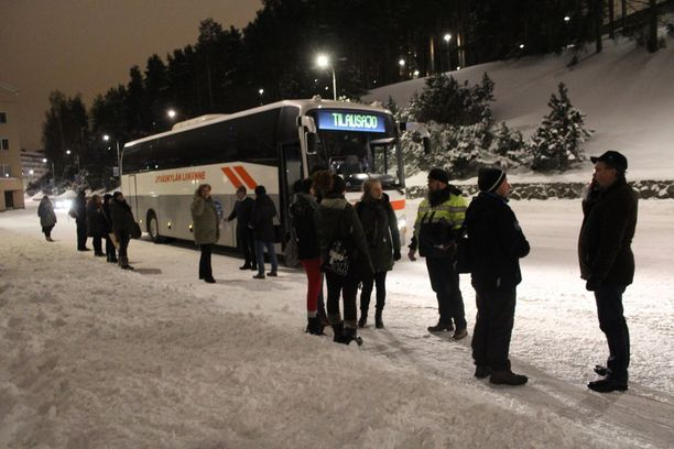 Jyväskylästä lähti aamuvarhaisella Helsinkiin neljä linja-autolastillista mielenosoittajia.