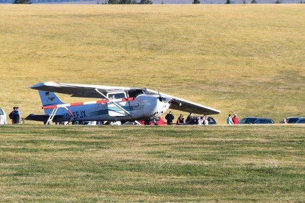 Cessna 172 -pienkone putosi ihmisjoukkoon Saksassa.