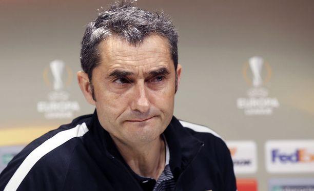 Ernesto Valverde ohjaa ensi kaudella Barcelonan peliä.