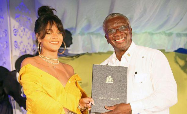 Rihanna osallistui torstaina seremoniaan, missä hänen nimikkokatunsa julkistettiin.