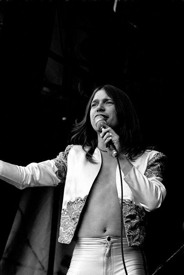 Ennen Iron Maidenia Dickinson lauloi Samsonissa.