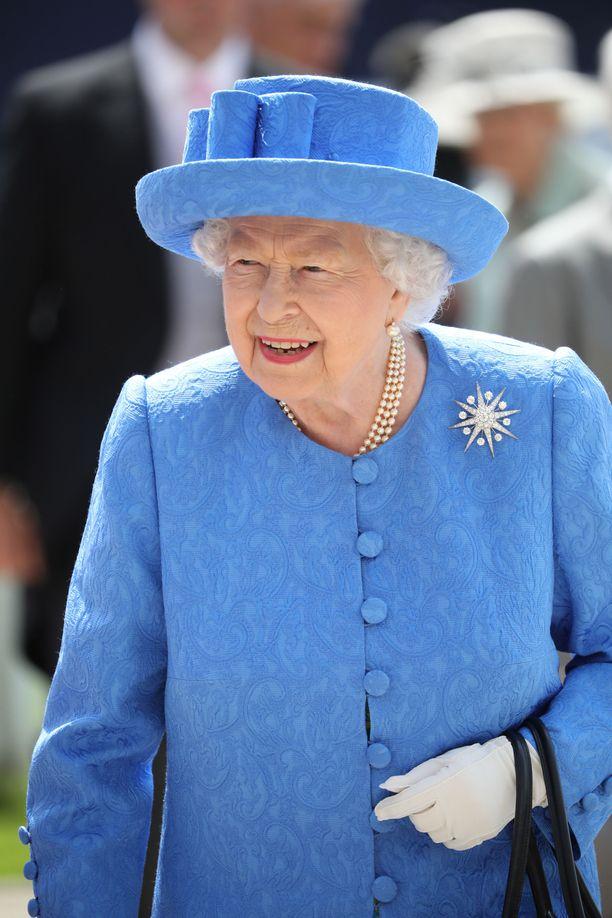 Kuningatar Elisabet emännöi maanantaina kriisikokousta. Kuva viime kesältä.