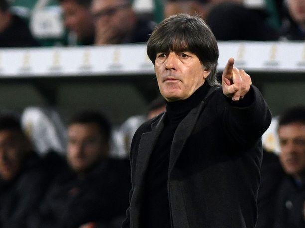 Joachim Löw johtaa edelleen Saksan maajoukkuetta, vaikka tulokset ovat olleet viime aikoina heikot.