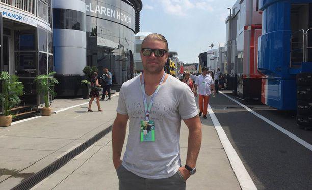 Sean Bergenheim viihtyy F1-varikolla.