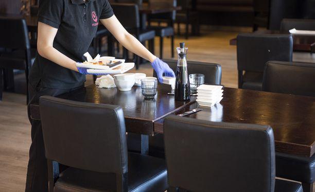 Korona murjoo ravintola-alaa. Ravintola Itsudemo avasi buffetpöytänsä 22. kesäkuuta.