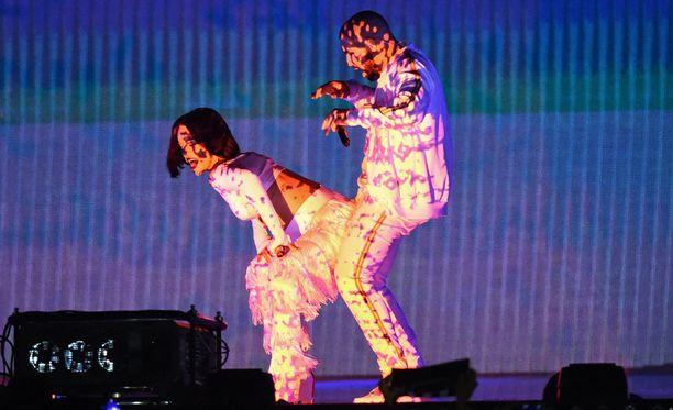 Drake on aktiivisesti vieraillut Rihannan konserteissa. Vielä ei tiedetä, jatkuuko heidän yhteistyönsä musiikin saralla.
