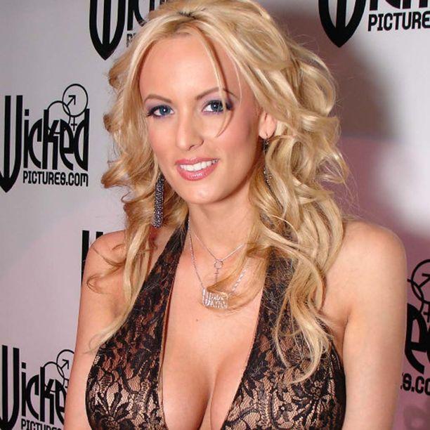38-vuotias Stormy Daniels aloitti uransa pornoalalla vuonna 2002.