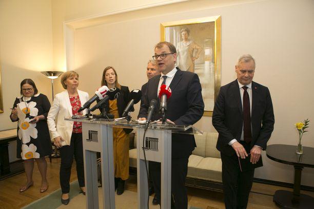 Juha Sipilän keskustalla on nyt valttikortit käsissään.