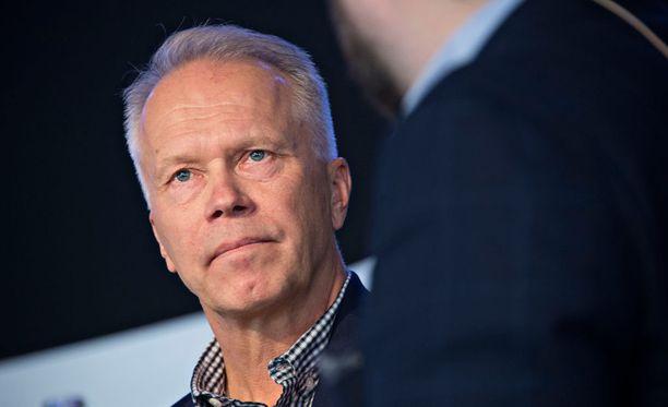 Pitkän uran urheilun ja markkinoinnin johtotehtävissä tehnyt Kimmo Tolonen on kuollut.
