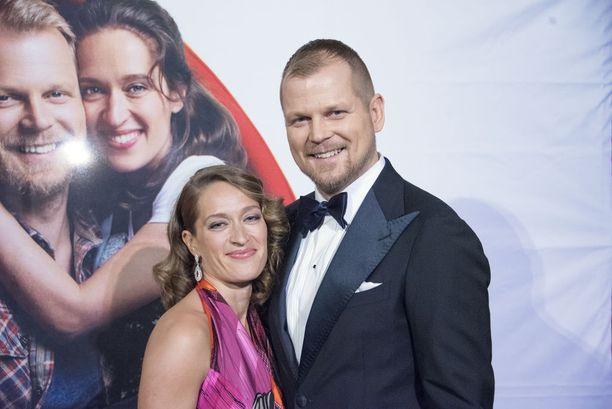 Elsa Saisio ja Antti Luusuaniemi loistavat uutuuselokuvan pääosissa.