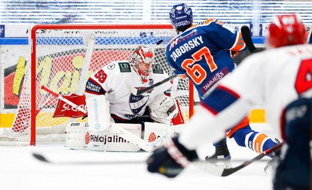 Tomas Zaborsky iski ex-seuraansa vastaan Hakametsässä.