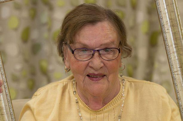 """Veikkolassa asuva 78-vuotias Helvi Aho on ihastuttava huumorintajuinen """"pikkulotta"""", jolla on pilkettä silmäkulmassa."""