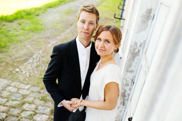 Ohjelman ensimmäisellä kaudella avioituneet ja liittoaan jatkaneet Esa ja Viola ovat nykyään yhteisen pojan vanhempia.
