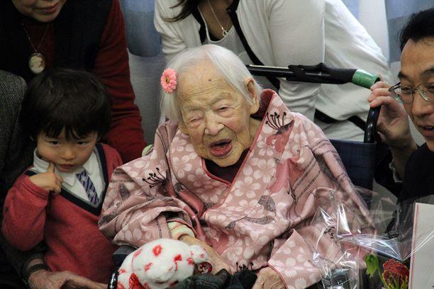 Misao Okawa on tunnustettu maailman vanhimmaksi eläväksi ihmiseksi. Hän on päässyt saavutuksellaan myös Guinness World Records -kirjaan.