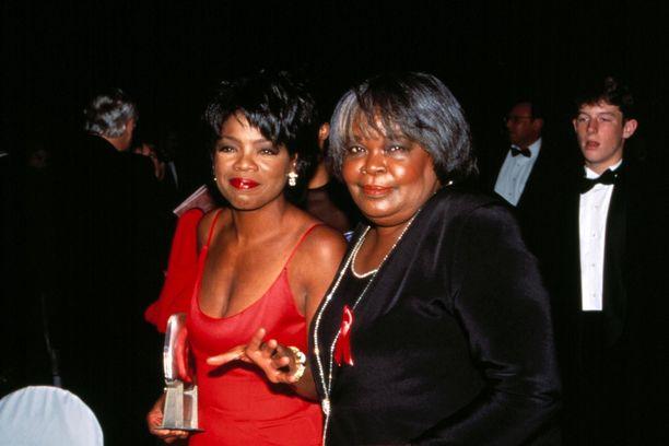 Oprah vierellään äitinsä Vernita Lee.