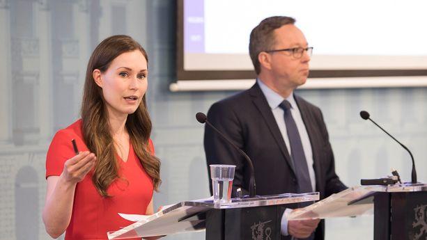 Liikenne- ja viestintäministeri Sanna Marin (sd), sekä valtiovarainministeri Mika Lintilä (kesk) kertoivat hallituksen panostavan nyt voimakkaasti erilaisiin kiireellisiin liikennehankkeisiin.