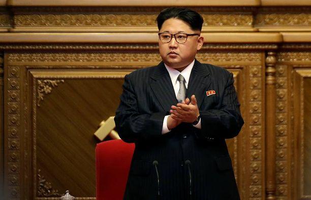 Ko Yong Suk on Pohjois-korean nykyisen johtajan Kim Jong-unin täti. Hän kertoo nuoren hallitsijan saaneen hyvin poikkeuksellista kohtelua jo lapsena.