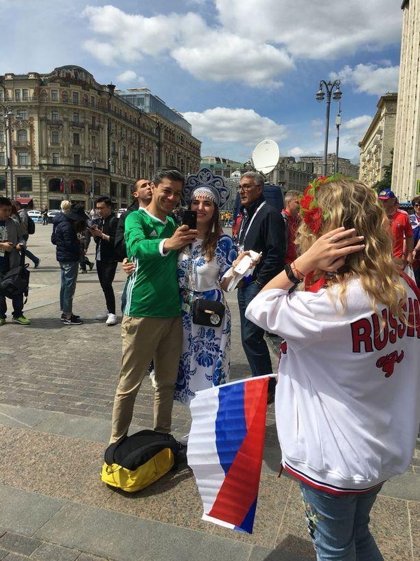 Meksikolaisfanit ovat värikäs näky Moskovassa.