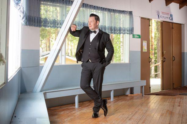 Kari Hirvonen on mukana Alfa-TV:n Tanssi kanssain -ohjelmassa. Omien keikkojen lisäksi Hirvonen pyörittää Ähtärin Mustikkavuoressa tanssilavaa.– Viime kesänä järjestimme siellä kuudet tanssit. Tulevaisuudessa haluaisin edistää tanssikulttuuria, jotta se jatkuisi.