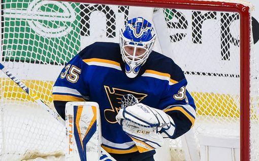 """Suomalaisvahti torjui NHL-uransa ensimmäisen voiton – suorasukainen kommentti ihastuttaa Pohjois-Amerikassa: """"Rakastan tätä jätkää"""""""