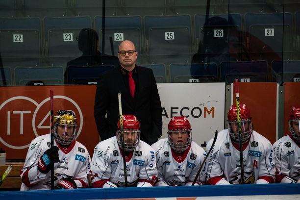 Risto Dufva ja Vaasan Sport ovat lähellä pudotuspelipaikkaa.