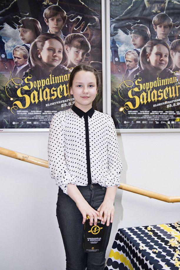 Virolainen Olivia Viikant näyttelee Soppalinnan salaseurassa pääosaa.