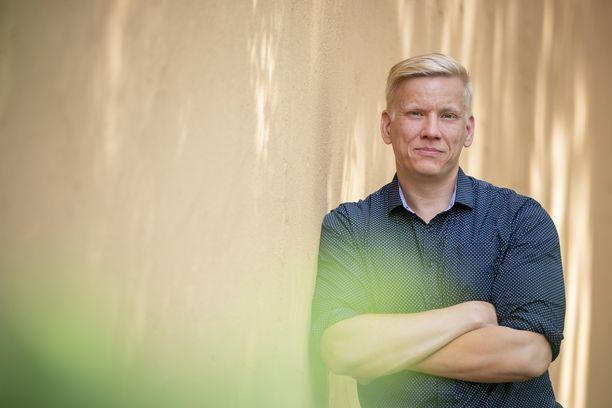 Netello Systems Oy:n operatiivinen johtaja Mikko Sinilahti antaa yrittäjille 100-prosenttisen tyytyväisyystakuun.