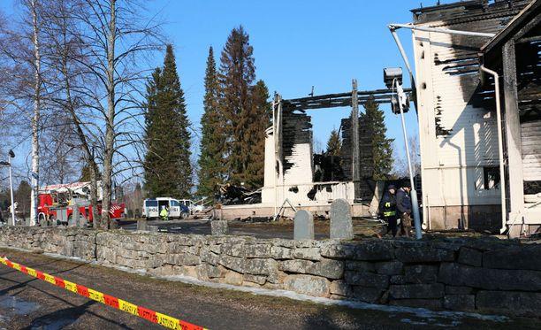 1700-luvun lopulla rakennettu Ylivieskan kirkko tuhoutui täysin tulipalossa maaliskuussa.