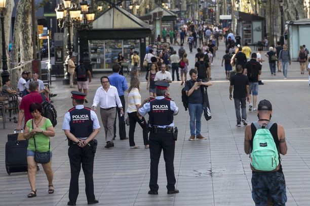 Poliisi on tehostanut valvontaa La Rambla -kadulla terrori-iskun jälkeen.