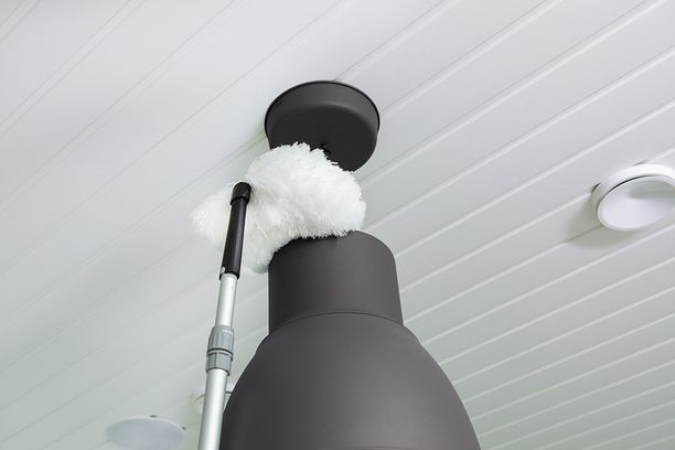 Uuden muhkean pölypampulan ja teleskooppivarren avulla pyyhit pölyt helposti myös korkealta.