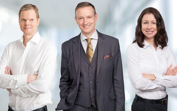 Etlan tutkija Mika Pajarinen (vas.), tutkimusjohtaja Jyrki Ali-Yrkkö ja tutkija Natalia Kuosmanen selvittivät entisten Nokian työntekijöiden tilannetta.