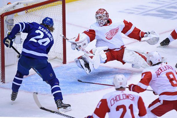 Kasperi Kapanen siirsi Toronton 1-0-johtoon ensimmäisessä erässä Detroitia vastaan.