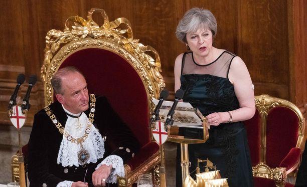 Theresa May arvosteli Vladimir Putinia voimakkaasti Lord Mayorin eli Lontoon Cityn ylipormestarin perinteisillä illlallisilla.