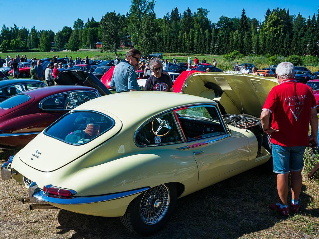 Jaguar E-Typejä oli paikalla peräti 33 yksilöä, hämmästyttävän paljon yhtä aikaa Suomessa.