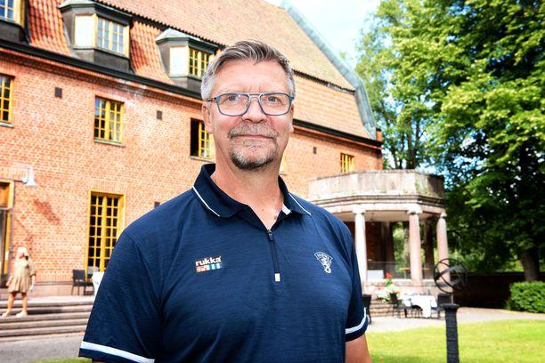 Päävalmentaja Jukka Jalonen isännöi olympiaprojektin avausta Vanajanlinnassa.