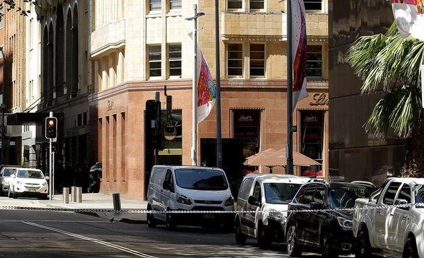 Sydneyläiset haluavat suojella paikallisia muslimeja väkivallalta. Muslimiyhteisö on tuominnut Lindt-kahvilan tapahtumat.