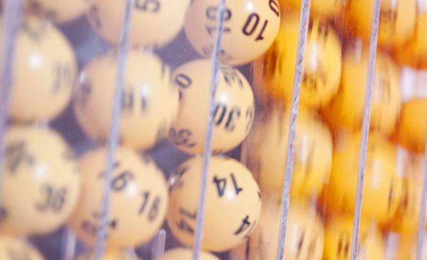Kierroksen 44 päävoitto 750 000 euroa vuodelta 2002 ja kesällä 2008 pelattu 714 00 euron päävoitto ovat jääneet ilman voittajaa.