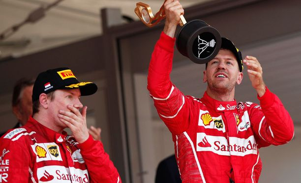 Kimi Räikkönen näytti kokevan olonsa epämukavaksi palkintopallille. Ihmekös tuo, sillä kakkossija oli paalupaikan jälkeen armoton pettymys.