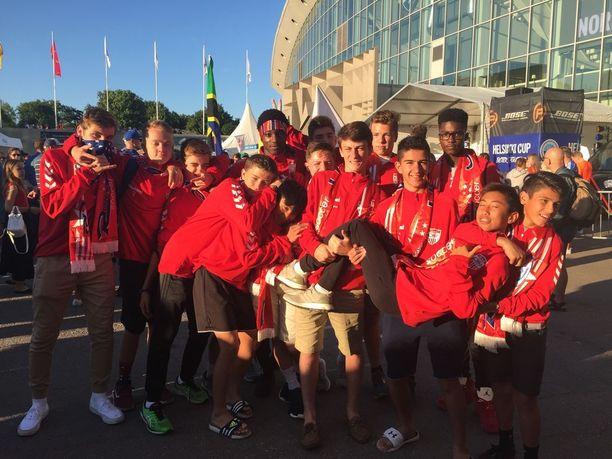 Rush USA keräsi seuran eri haaroista pelaajia Helsinki Cupiin.