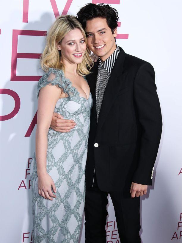 Riverdale-sarjasta tutut Lili Reinhart ja Cole Sprouse ovat saapuneet yhdessä jo pari kertaa Met-gaalan punaiselle matolle.