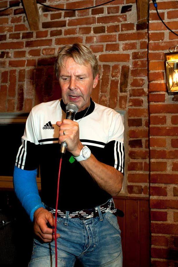 Nelinkertainen mäkihypyn olympiavoittaja on viime vuodet kunnostautunut laulajana.