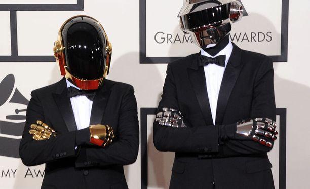 Elektronista musiikkia soittava Daft Punk palkittiin kappaleesta Get Lucky ja albumista Random Access Memories.