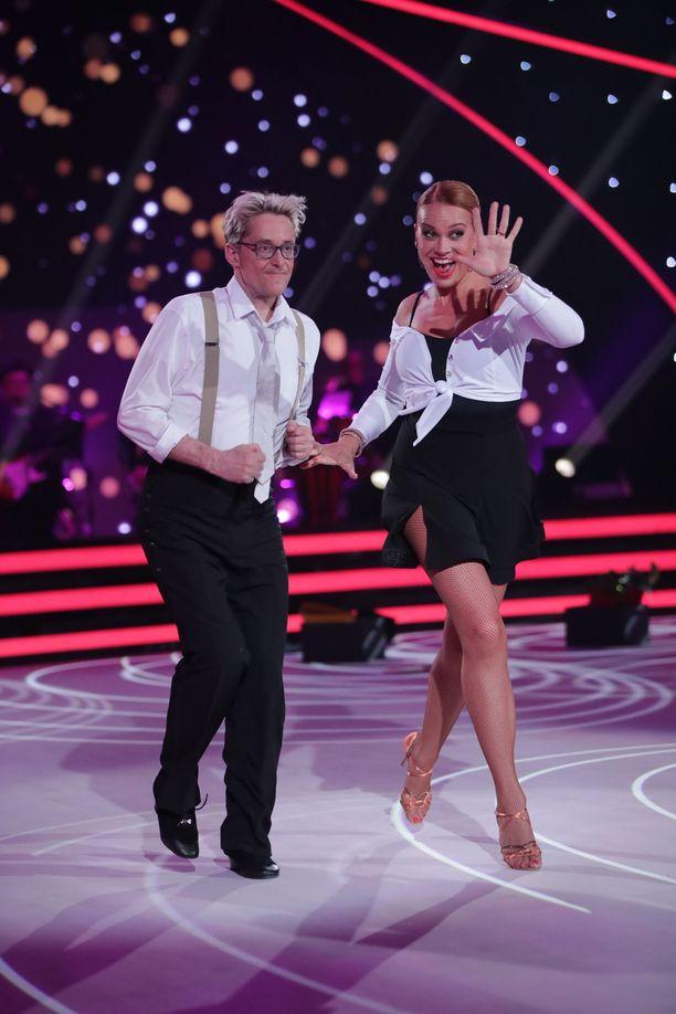 Mikael Jungner ja Janica Saarni esittivät jivea.