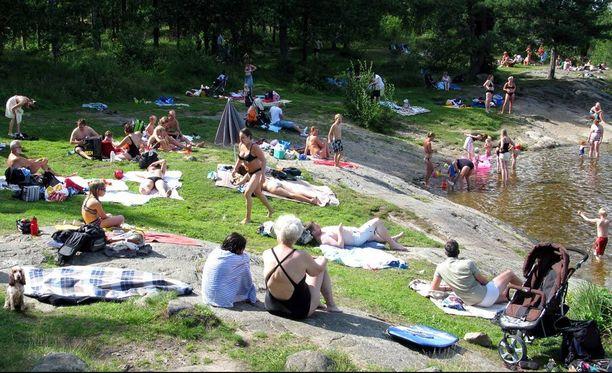 Koko maassa nautitaan tällä viikolla kesäisestä säästä.